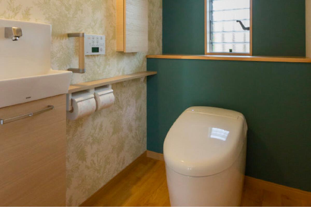タンク分のスペースを確保し、トイレ空間を広々快適に。